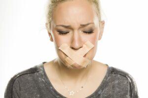 Zwijgen om niet te kwetsen